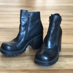 Shoes - 90s Black Leather Chunky Heel Ankle Zip Up Booties